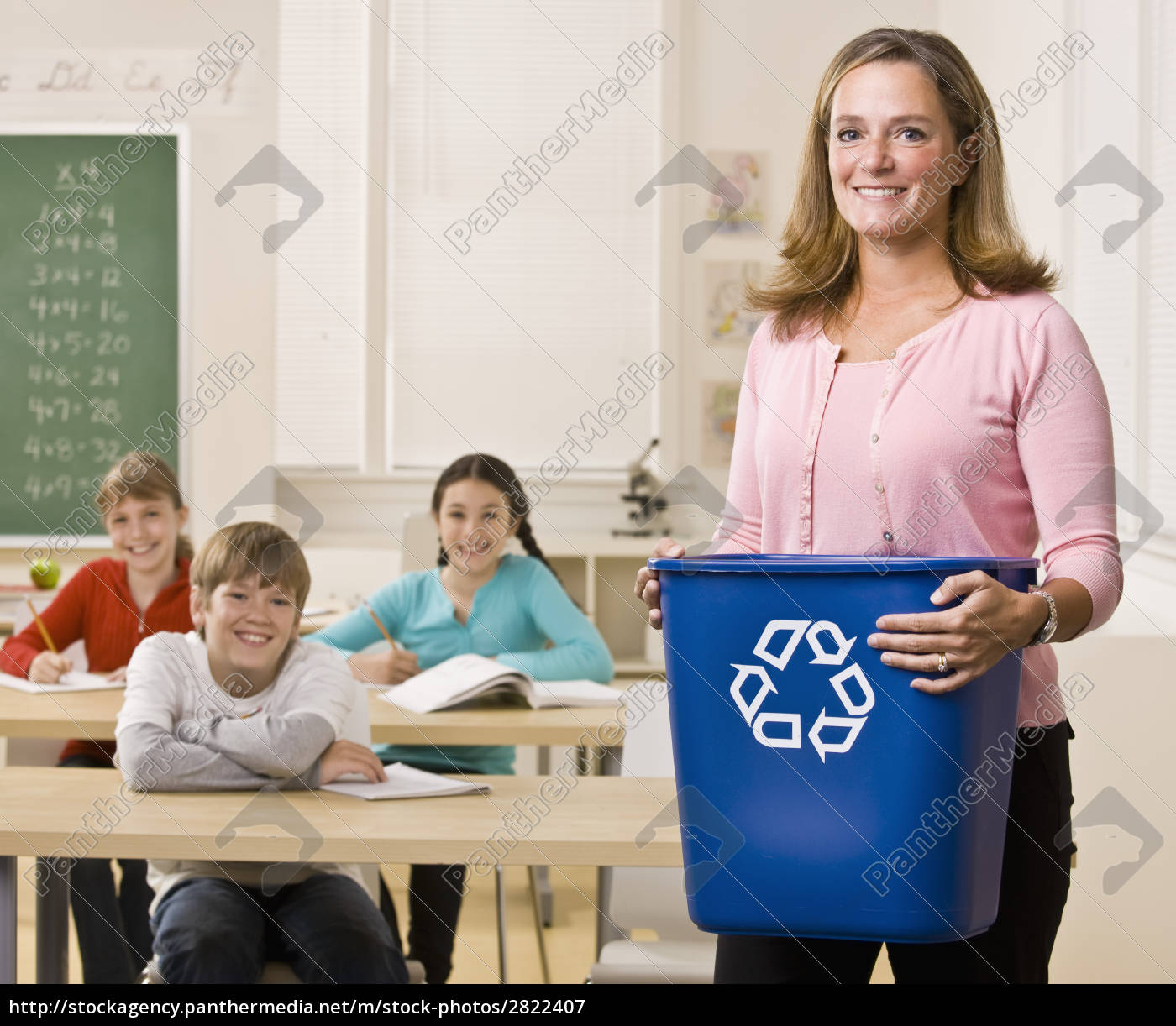 teacher, holding, recycling, bin - 2822407