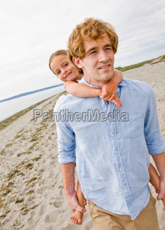 father, giving, daughter, piggy, back, ride - 2823721