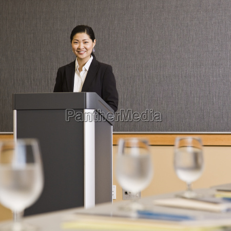 woman, smiling, behind, podium - 2823059