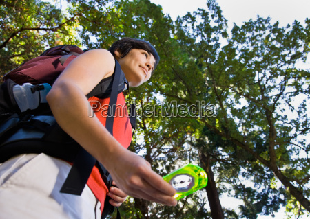 woman, with, backpack, using, compass - 2823037