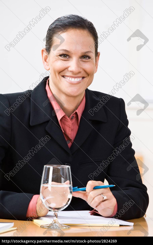 businesswoman, smiling - 2824269