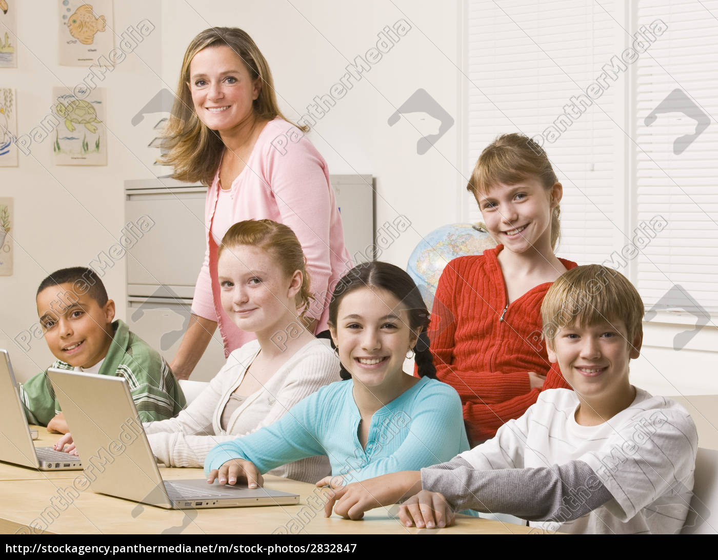 students, working, on, laptops - 2832847