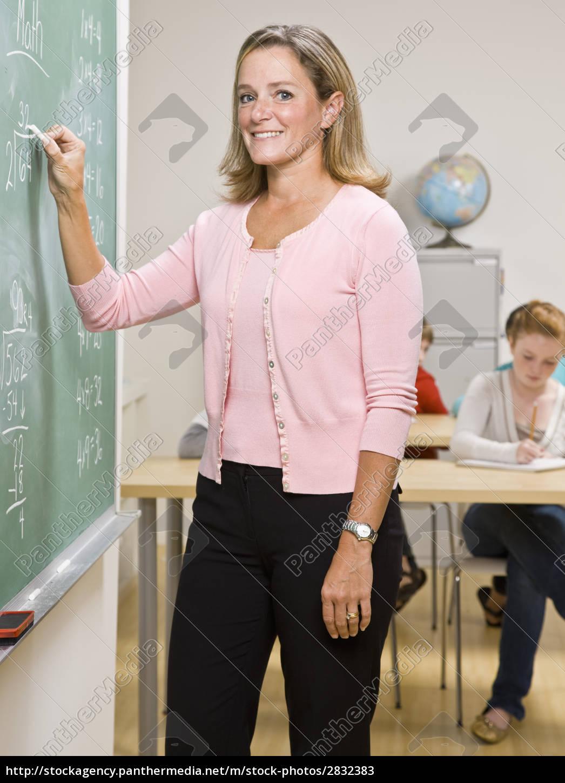teacher, writing, on, blackboard - 2832383