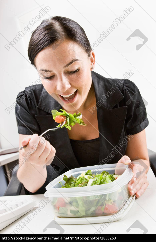 businesswoman, eating, salad, at, desk - 2833253