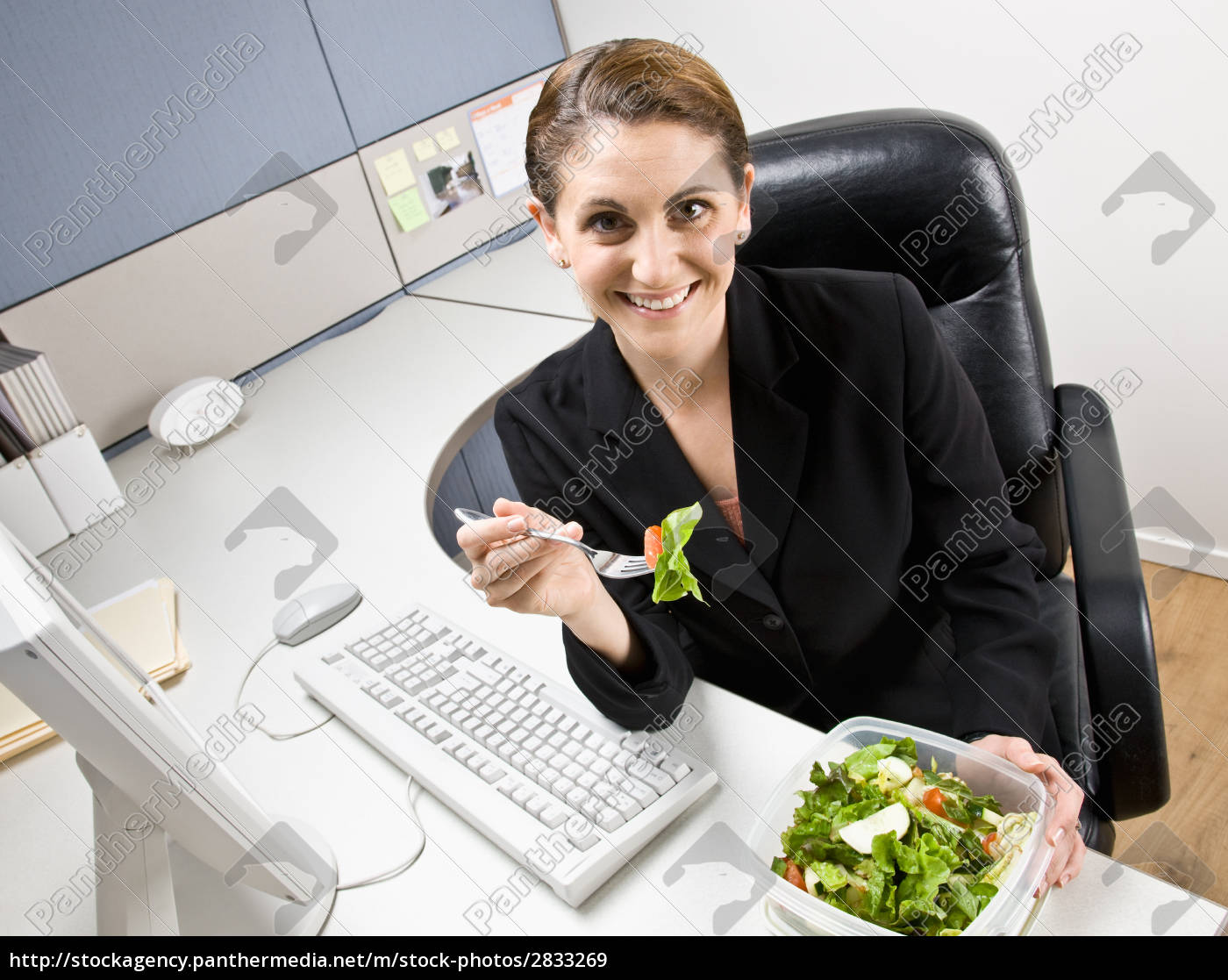 businesswoman, eating, salad, at, desk - 2833269