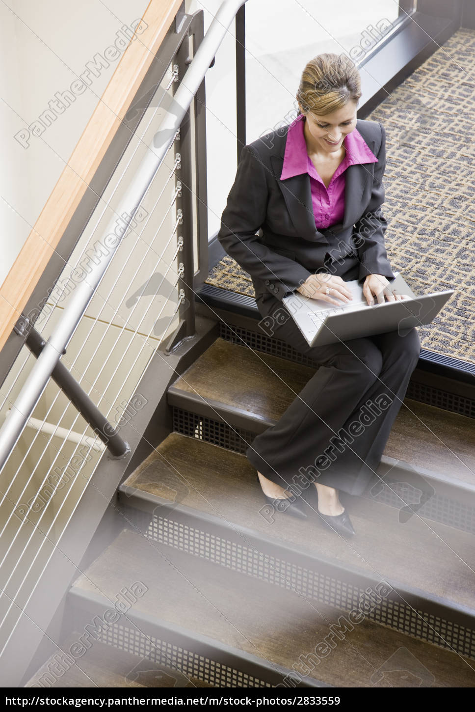 businesswoman, with, laptop - 2833559