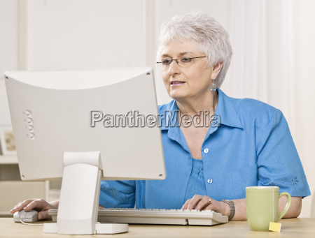 older, woman, on, computer - 2833953