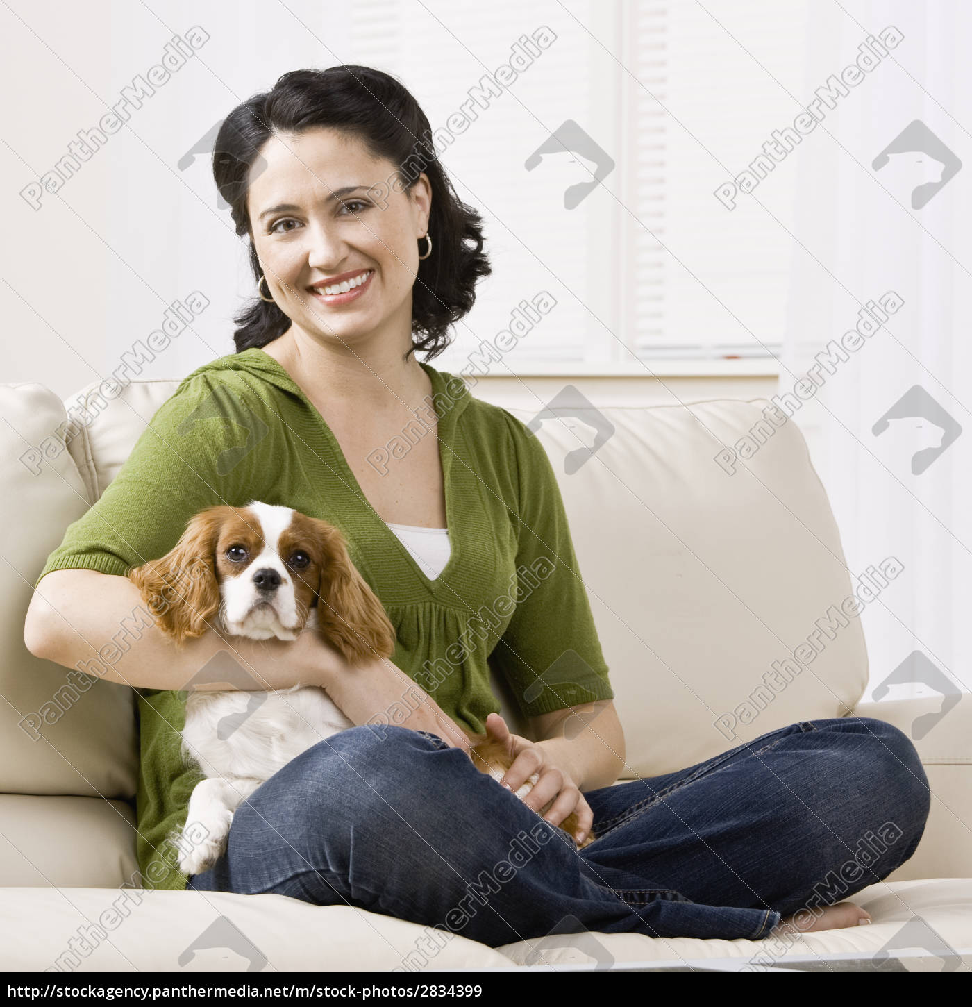 adult, woman, with, puppy - 2834399