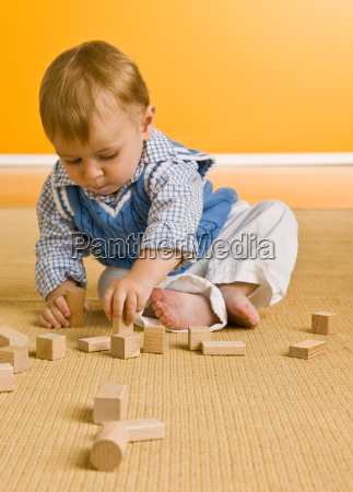 baby, boy, playing, with, blocks - 2834035