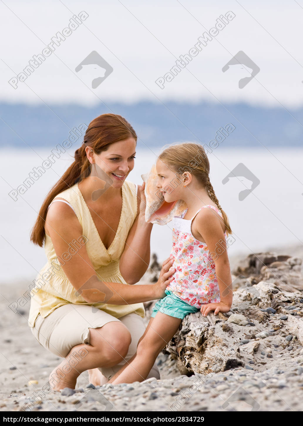 mother, and, daughter, listening, to, seashell - 2834729