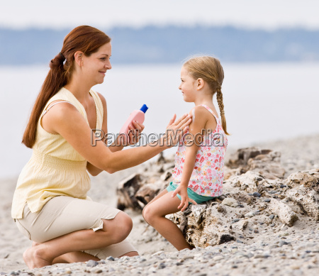 mother, applying, sunscreen, to, daughter, at - 2834875