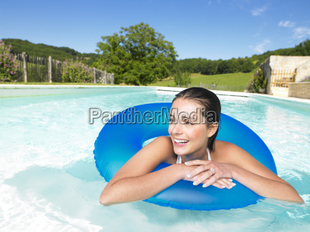 woman, in, pool - 2837983