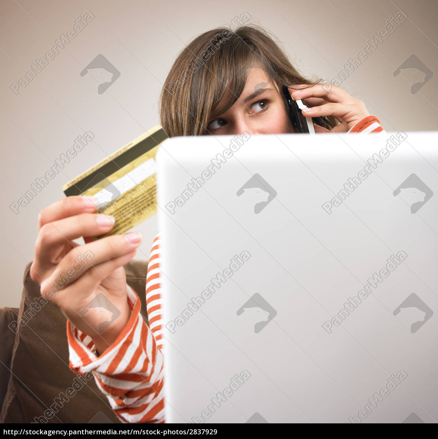 young, woman, shopping, via, phone - 2837929