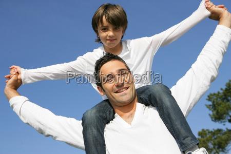 little, boy, sitting, on, the, shoulders - 2898485