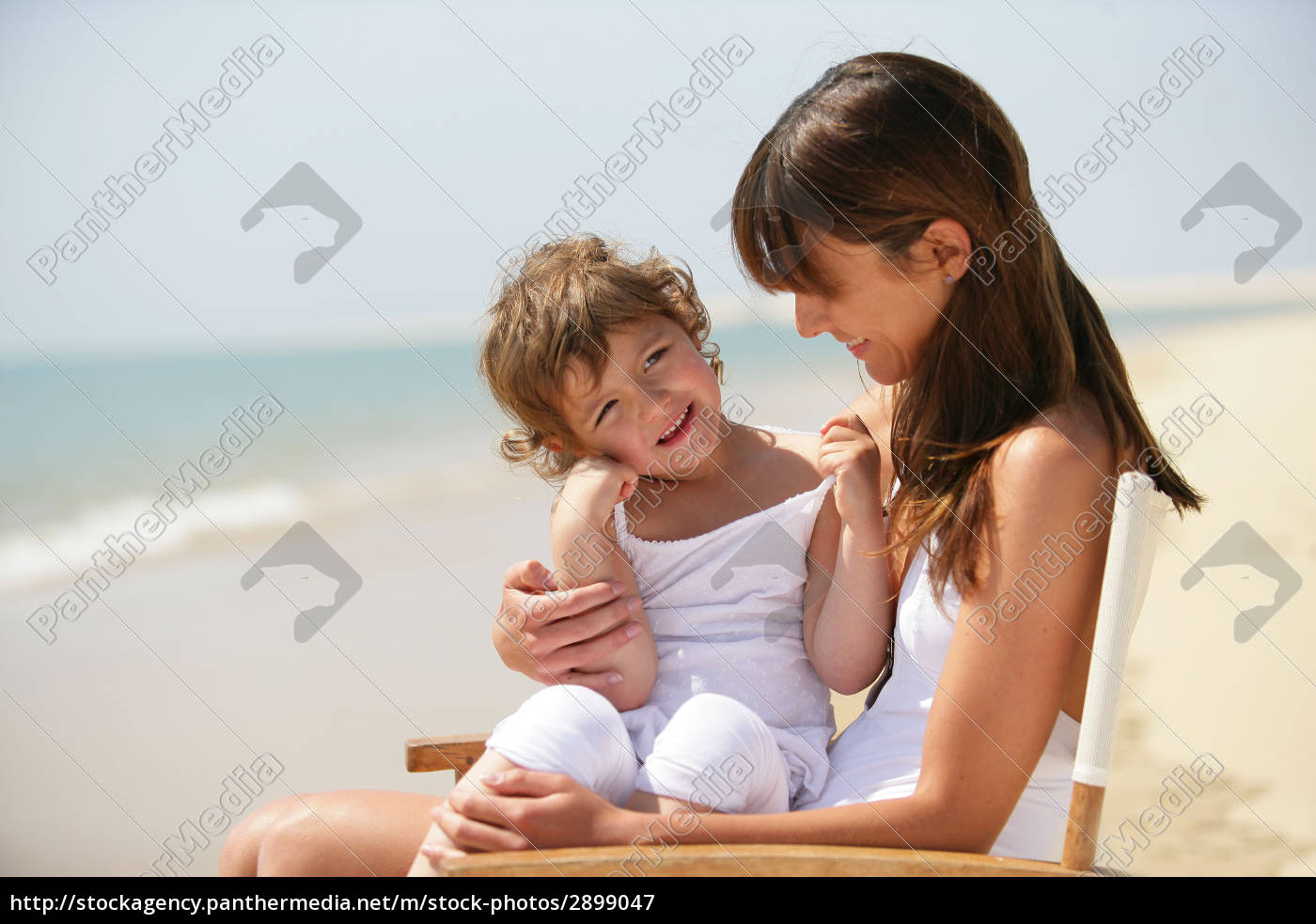 portrait, of, a, little, girl, sitting - 2899047