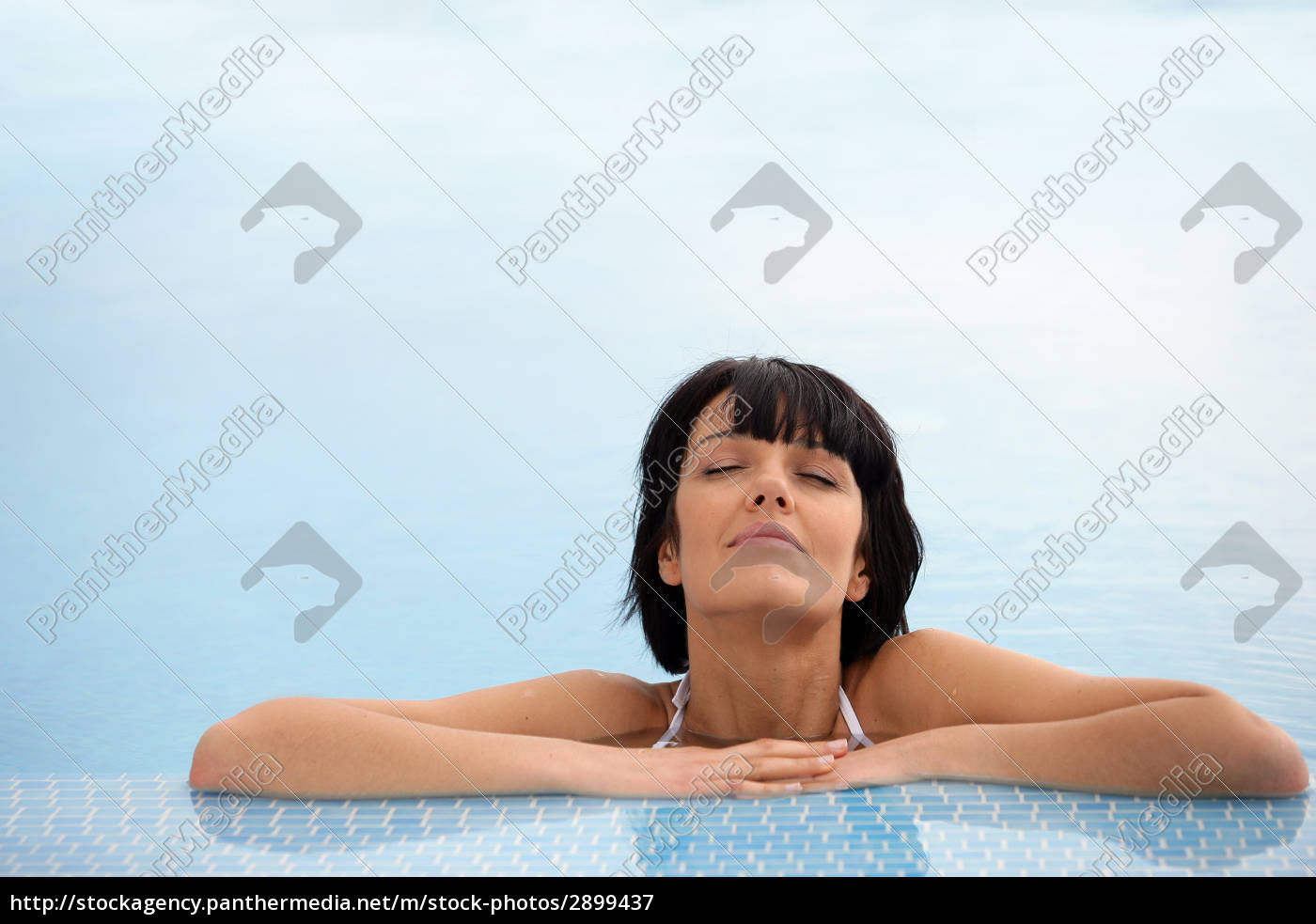 portrait, of, a, woman, bathing, at - 2899437