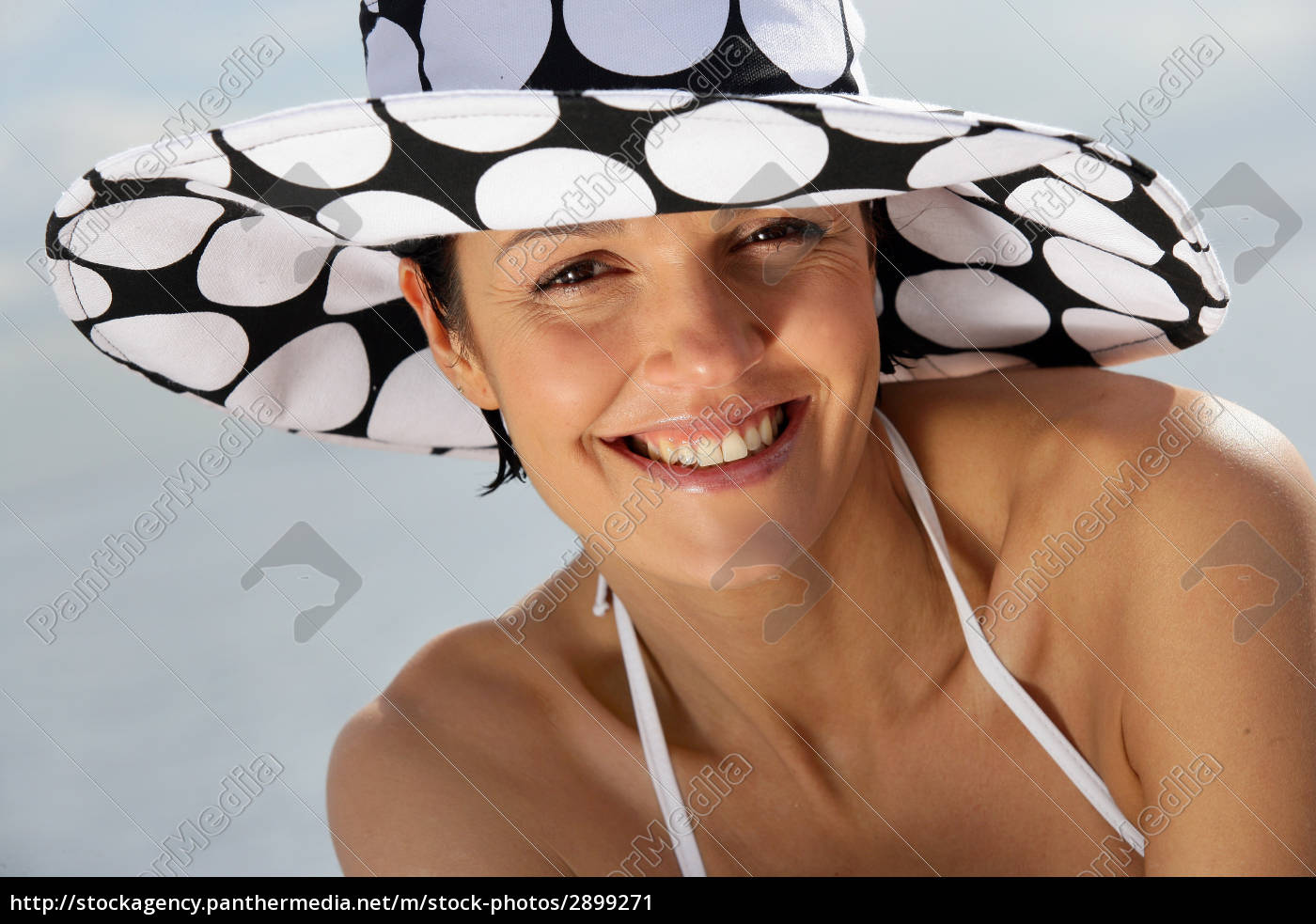 portrait, of, smiling, woman, face, with - 2899271