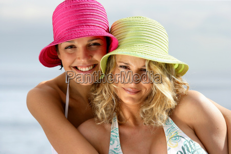 portrait, of, smiling, women, with, hats - 2899317