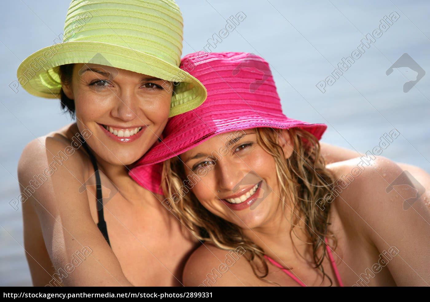 portrait, of, smiling, women, with, hats - 2899331