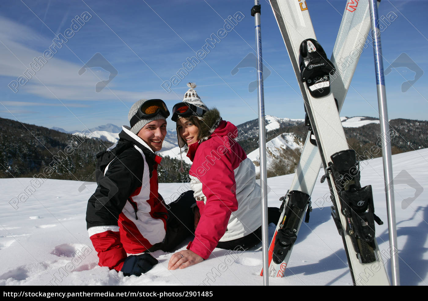 couple, sitting, in, the, snow - 2901485