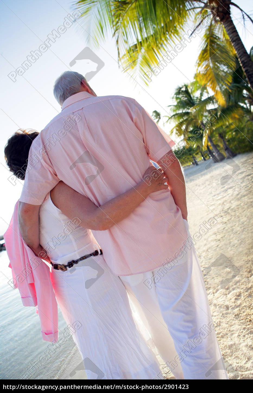 senior, couple, strolling, on, the, beach - 2901423
