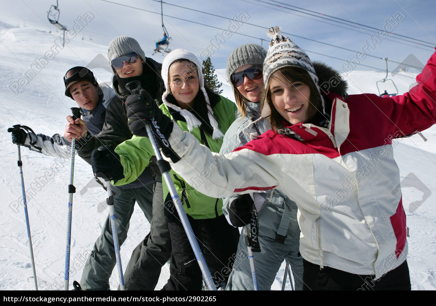 group, of, young, people, in, snow - 2902265