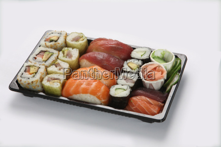 plate, of, sushi, on, white, background - 2903577