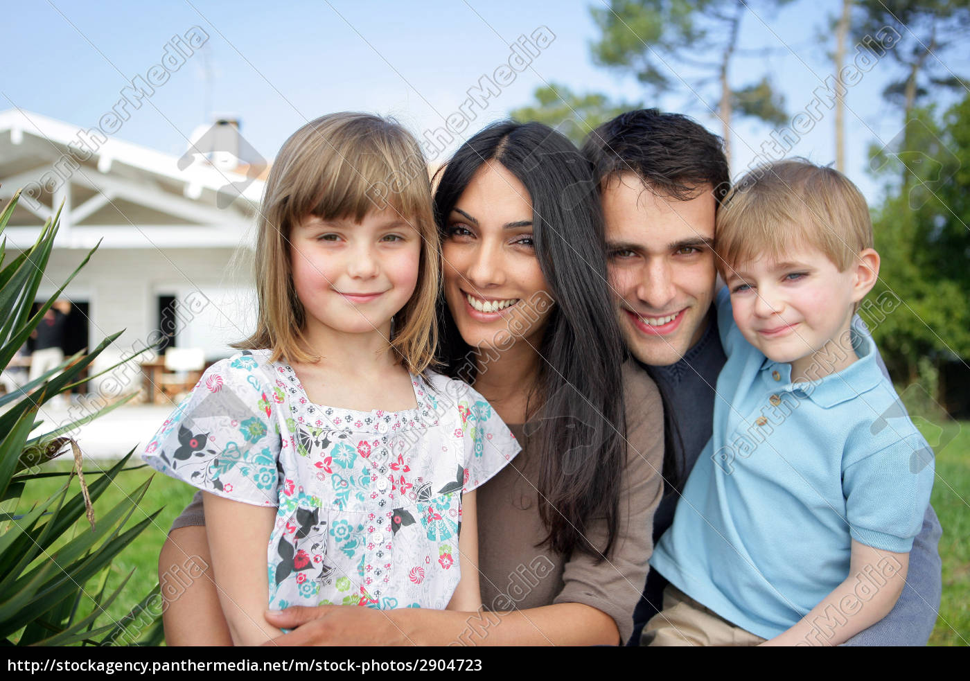 man, and, woman, with, children, smiling - 2904723