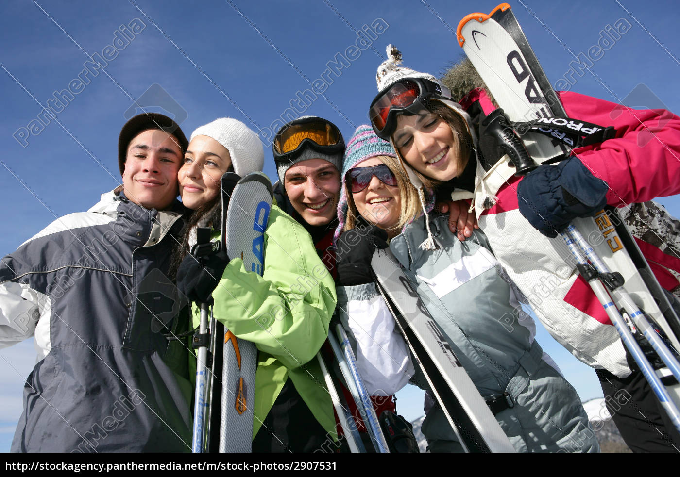 group, of, young, people, in, snow - 2907531