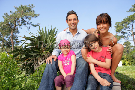 man, and, woman, with, smiling, children - 2907695