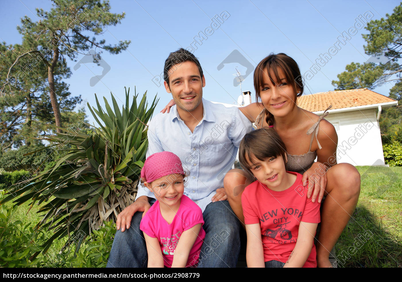 man, and, woman, with, smiling, children - 2908779