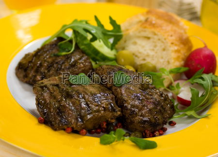 lamb medallions steak with rocket