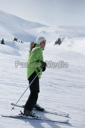 young, woman, skiing - 2912605