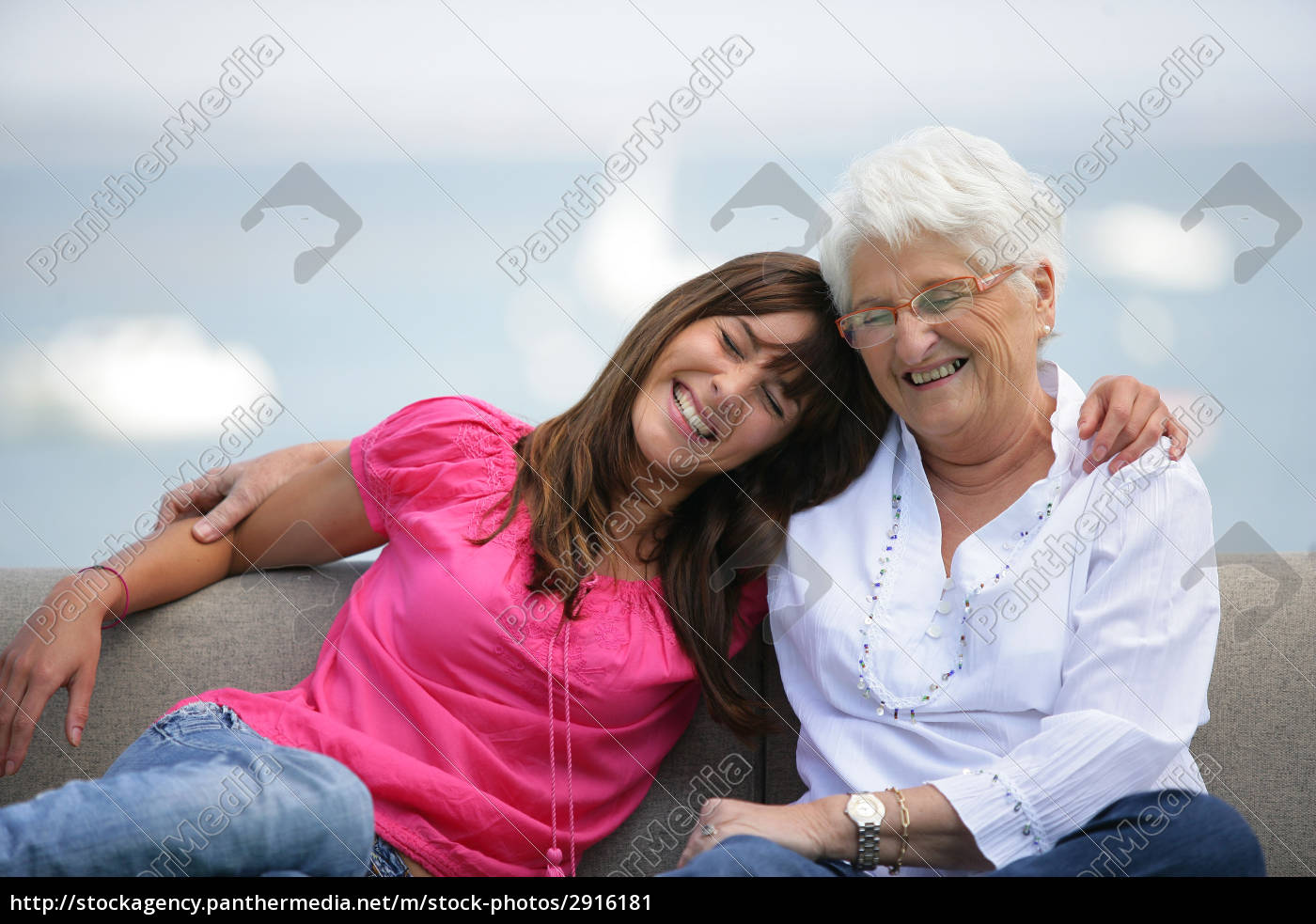 portrait, of, a, senior, woman, sitting - 2916181