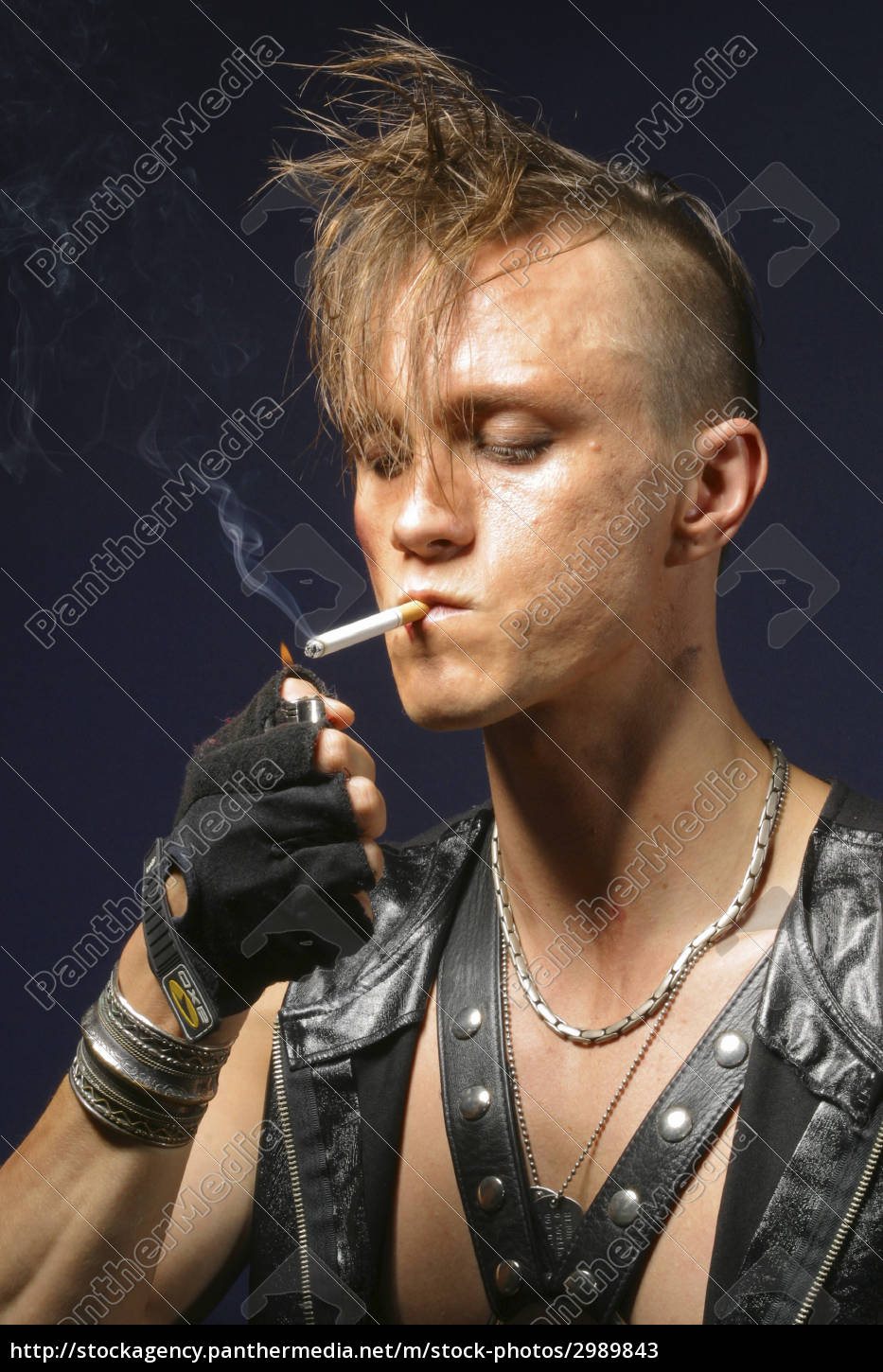 a, young, angry, punk, poses, for - 2989843
