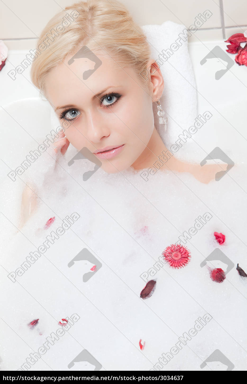 woman, bathing - 3034637