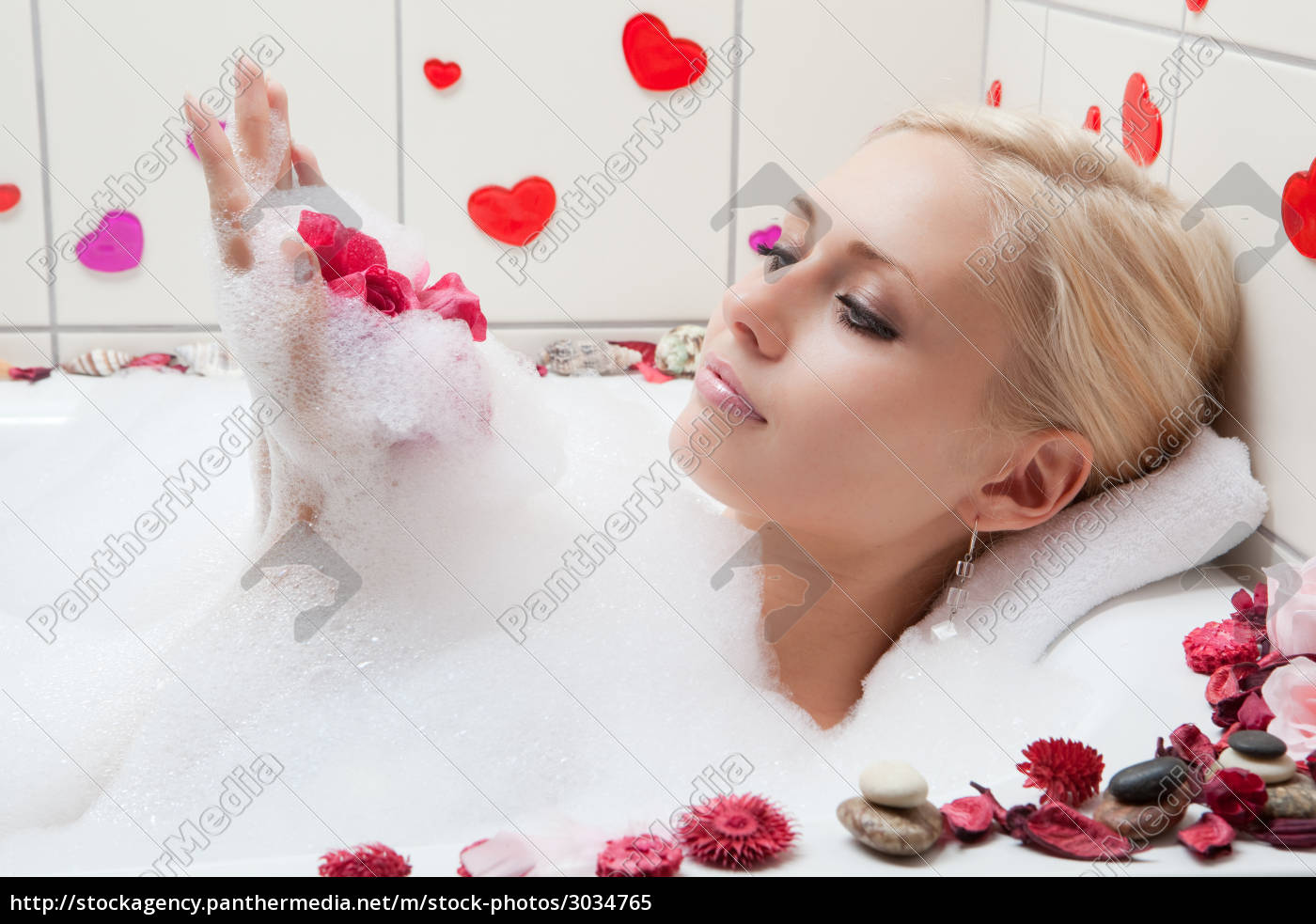 woman, bathing - 3034765
