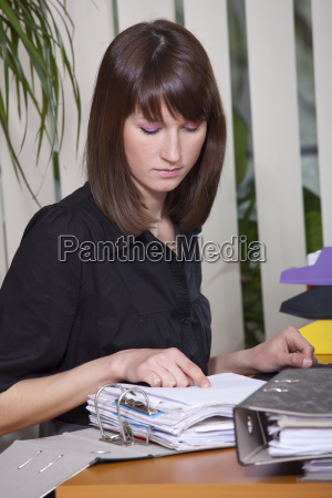 female, accountant, with, documents - 3040005
