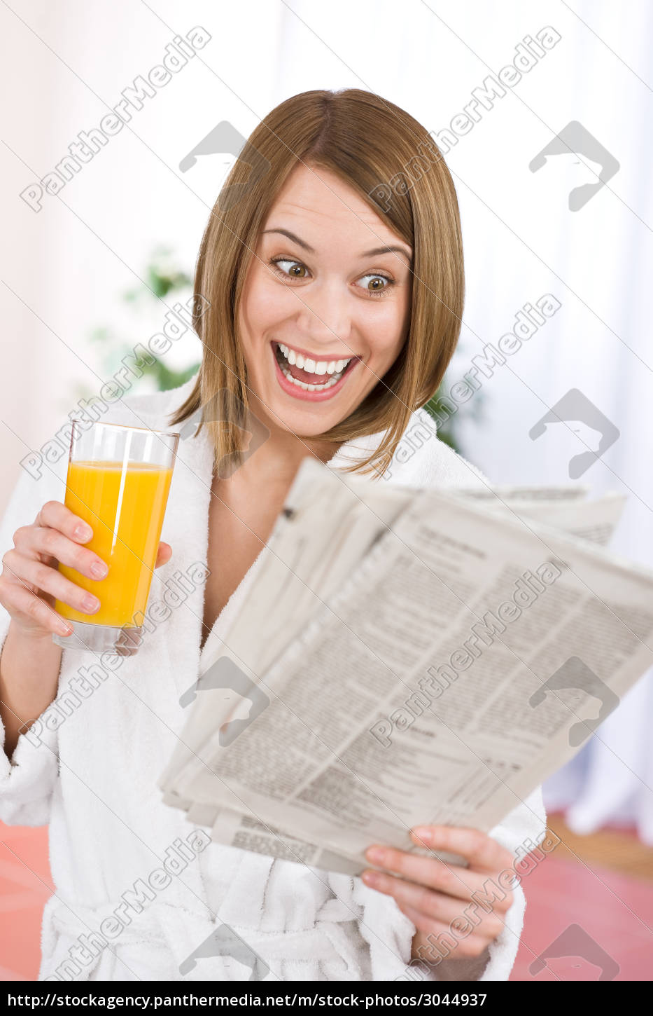 breakfast, -, smiling, woman, reading, newspaper - 3044937