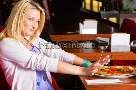 young, woman, eating, dinner - 3072793