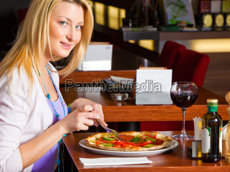 young, woman, eating, dinner - 3072807