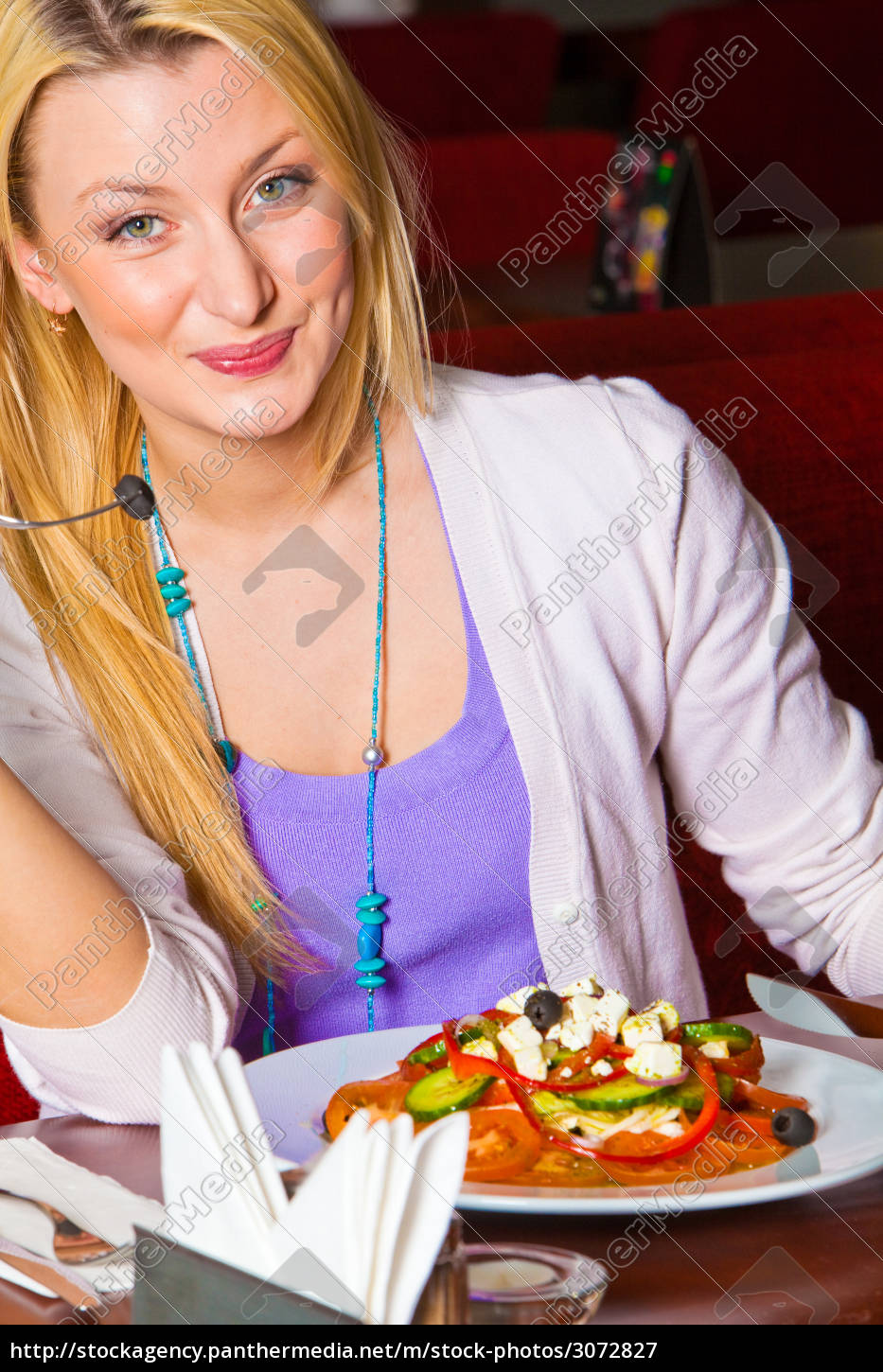 young, woman, eating, dinner - 3072827