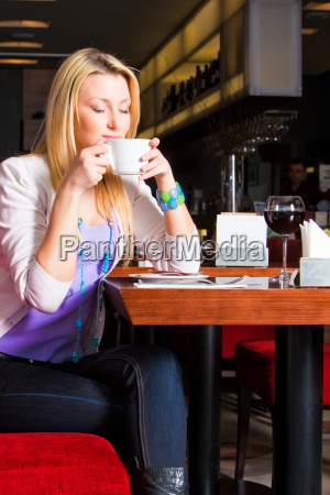young, woman, eating, dinner - 3072845