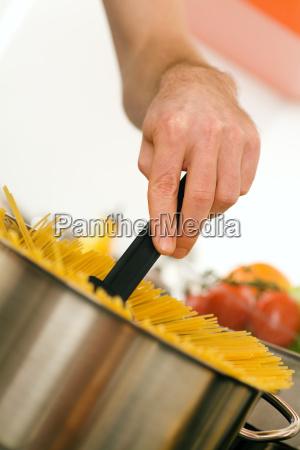 man, cooking, pasta, at, home - 3118653