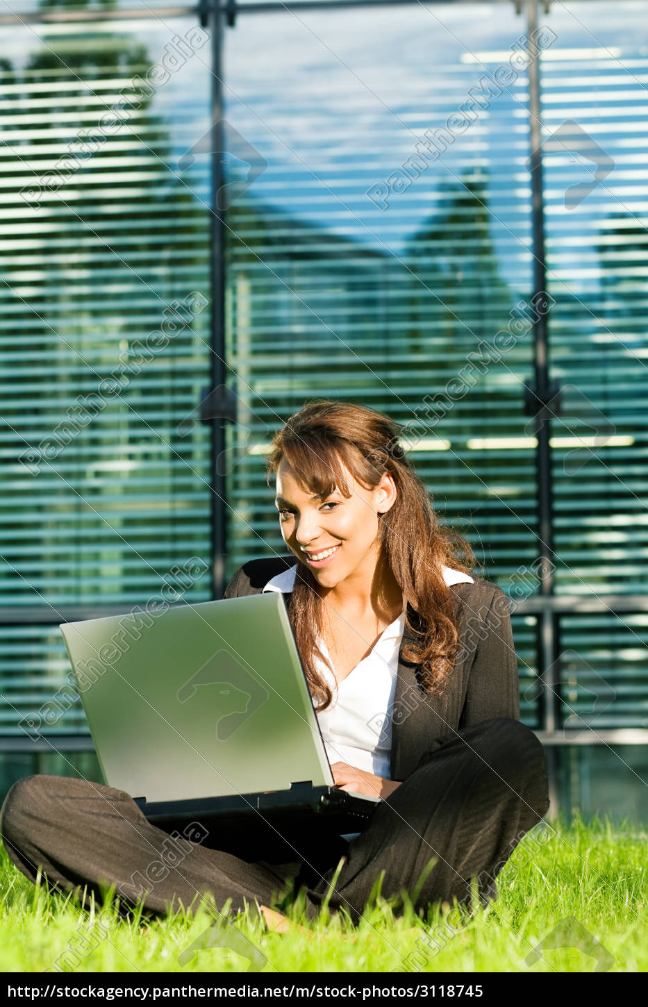 woman, working, with, laptop - 3118745