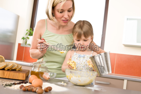 baking, -, woman, with, child, preparing - 3121925