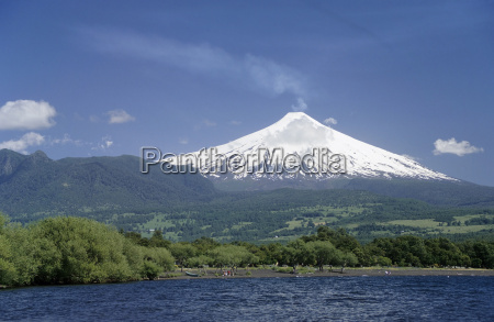 lake and volcano villarrica pucon