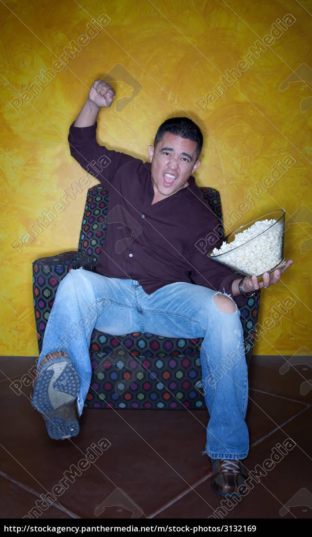 male, hispanic, sports, fan, with, popcorn - 3132169