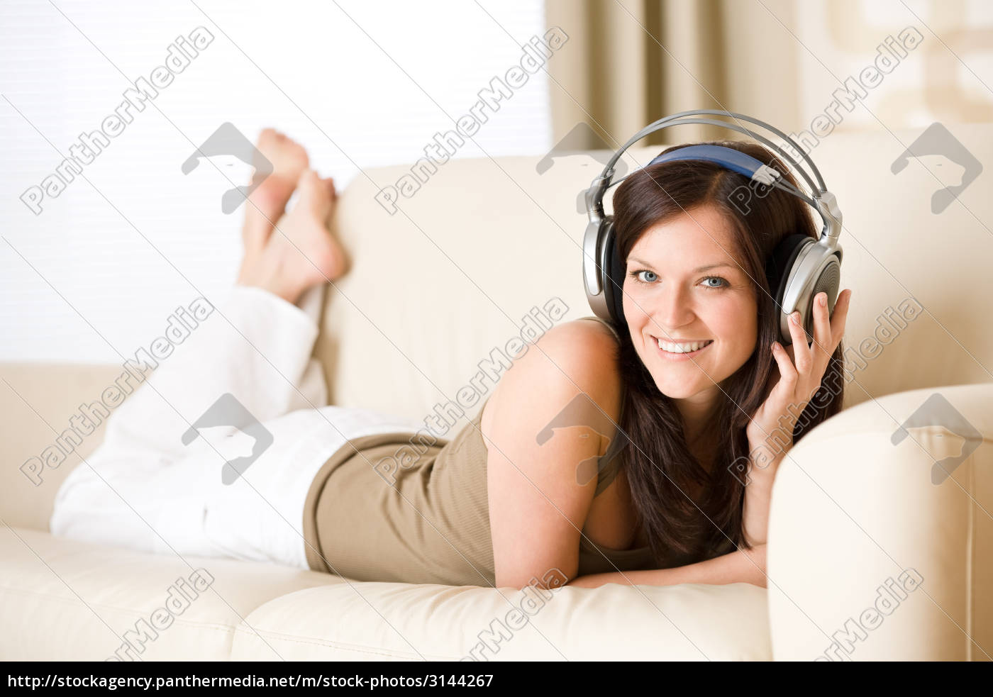 woman, listening, music, with, headphones, - 3144267