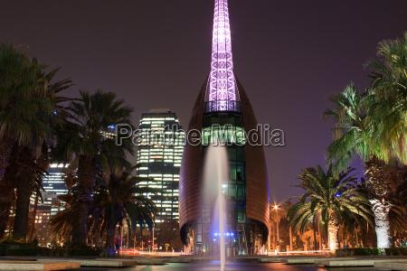 bell tower bei nacht